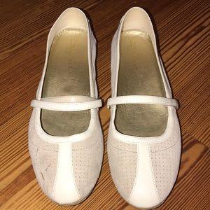 Size 8.5 Cole Haan Air Beau Mary Jane II flats